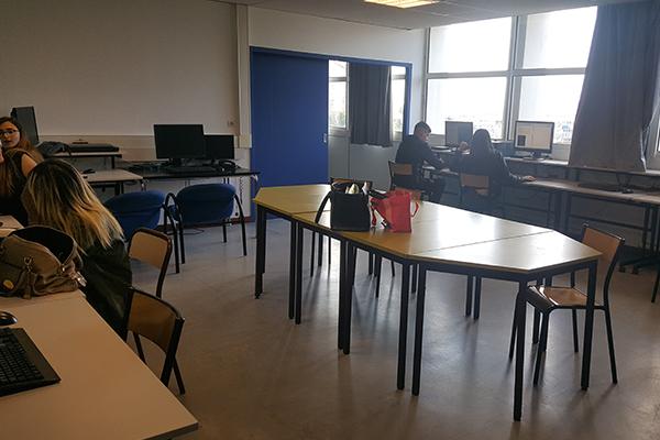 Salle informatique du BTS communication à Marseille